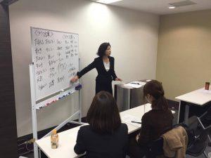 企業向けのマナー研修や講座を行っています。